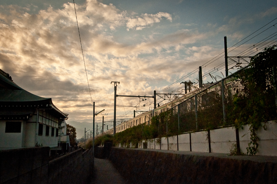 A JR Tōkaidō Line Interurban Rail line near Kōzu Station, Odawara, Japan (photo: P. Lydon | sociecity)
