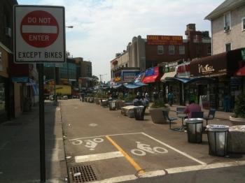 Jackson Heights Pedestrian Plaza in Queens, New York (photo: Raymond Yeung | sociecity)