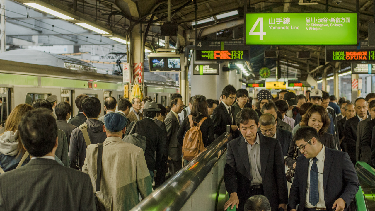 The Yamanote Line at rush hour in Tokyo, Japan (photo: P.M. Lydon | sociecity)
