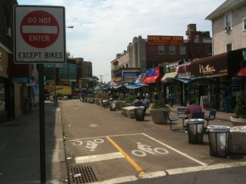 Jackson Heights Pedestrian Plaza in Queens, New York (photo: Raymond Yeung | sociecity)
