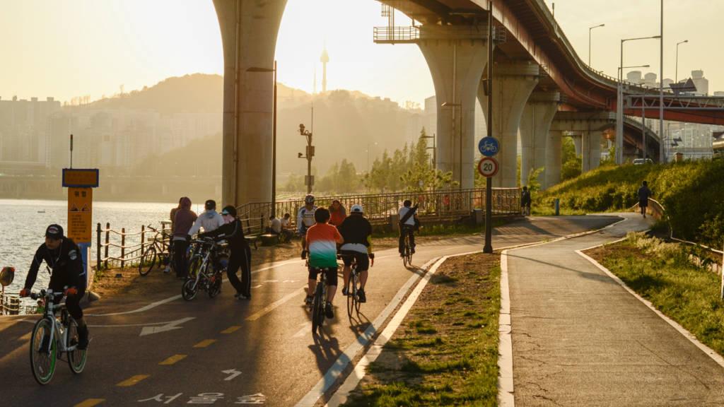 bikes along the river (photo: P.M. Lydon | sociecity)